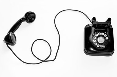 ROE-chat-black-phone